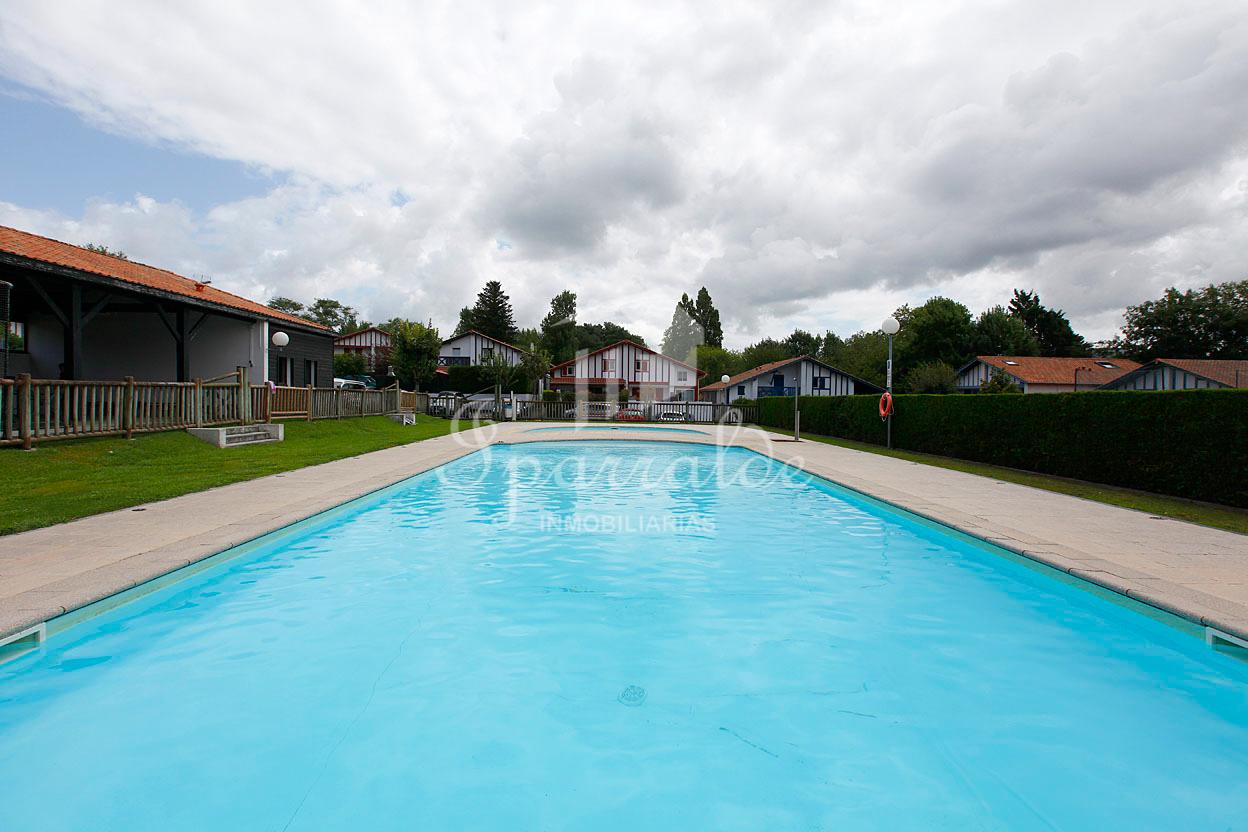 Maisonnette dans résidence sécurisée avec piscine communautaire. P...