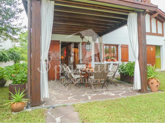 Magnifique villa indépendante avec jardin de 300m2 et vue sur la  Rh...