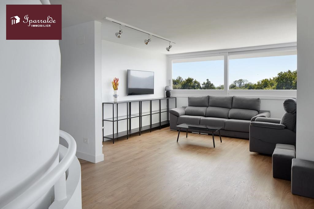 Maison Individuelle avec terrasse 8 pièces en vente à Hondarribia, avec  des vues imprenables sur Hendaye(64)