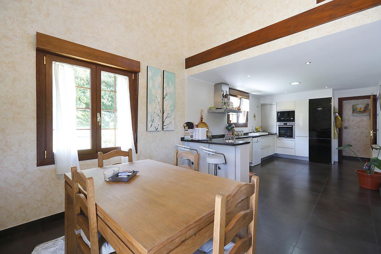 Magnifique Maison de 160 m2 sur un terrain de 1870 m2 à 6km de la Plage de Hendaye.