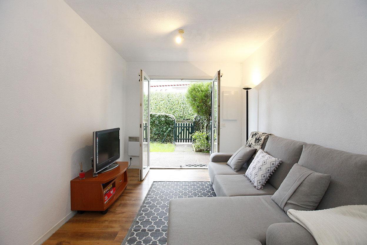 Vente d' appartement de type T3 dans résidence prisée avec jardin privatif et parking.