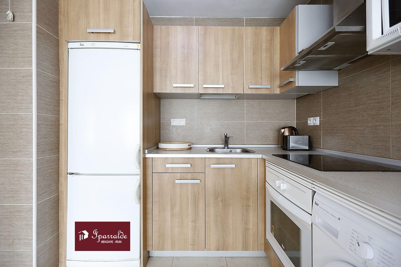 Appartement de type T2 vendu meublé, avec garage boxé