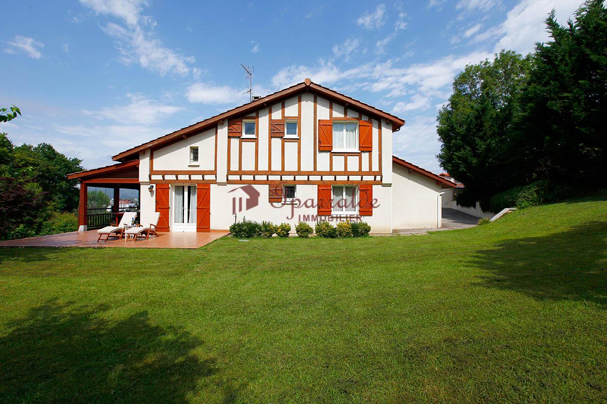 Villa individuelle de quatre chambres avec vue sur la baie et la mont...