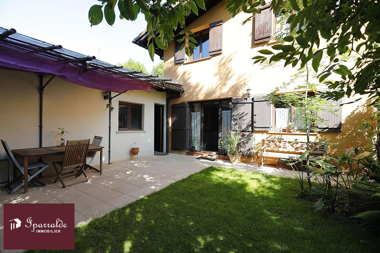 Belle Maison Mitoyenne avec Jardin et Terrasse en vente à LESAKA, à...
