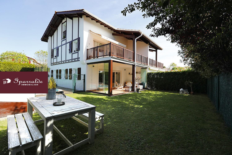 Maison T5 à vendre avec Terrasse, Jardin et Piscine à Hendaye(64) �...