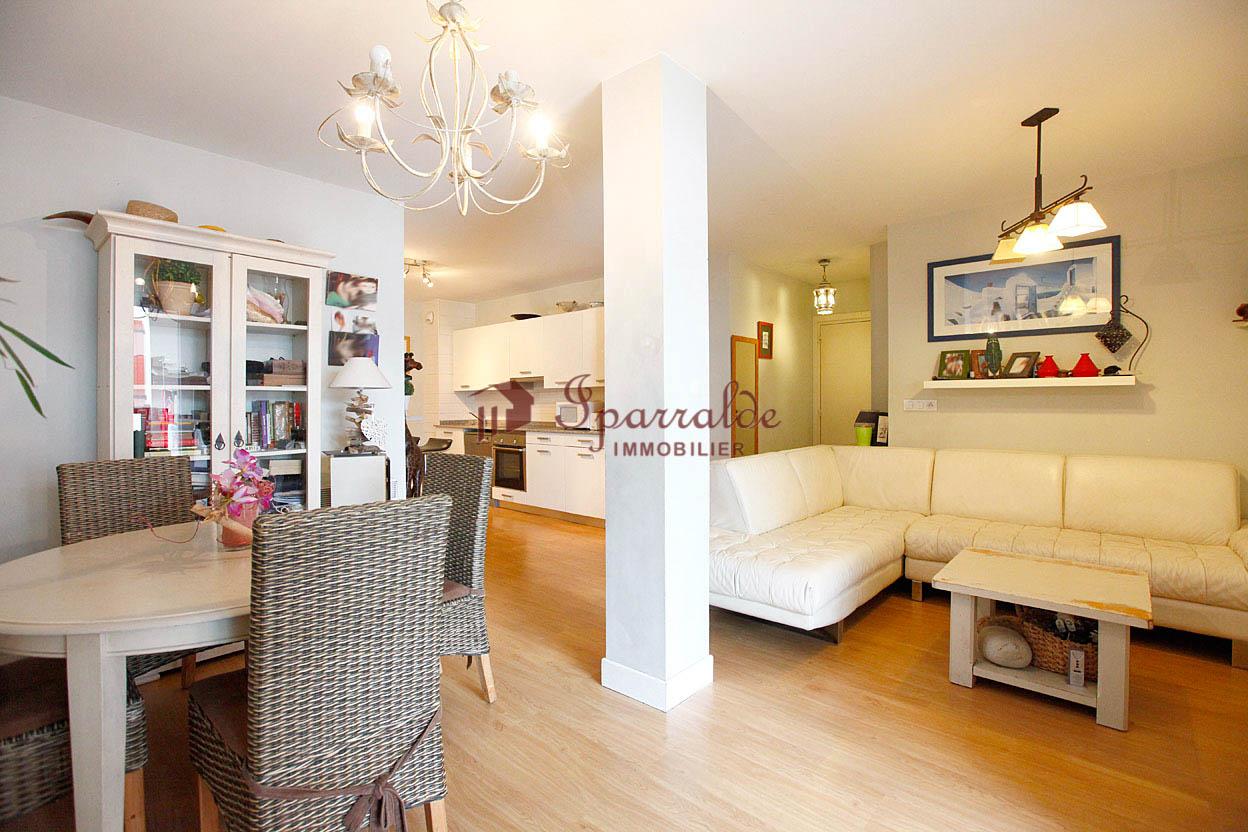 Bel appartement de 4 pièces, bien situé, à 2 minutes à pied des c...
