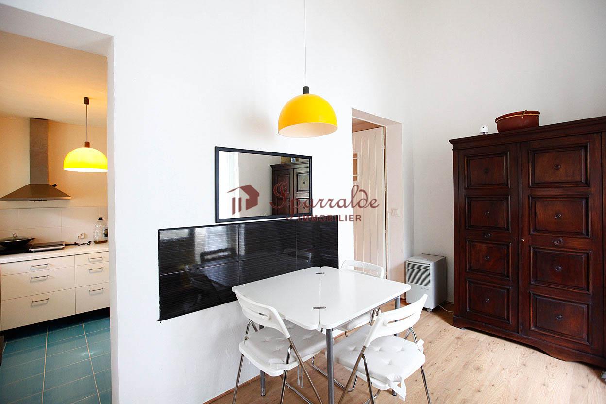 Dans le quartier très recherché d´Erromardie, bel appartement  T3 avec 60 m2+16,33 m2 hors Loi Carrez.