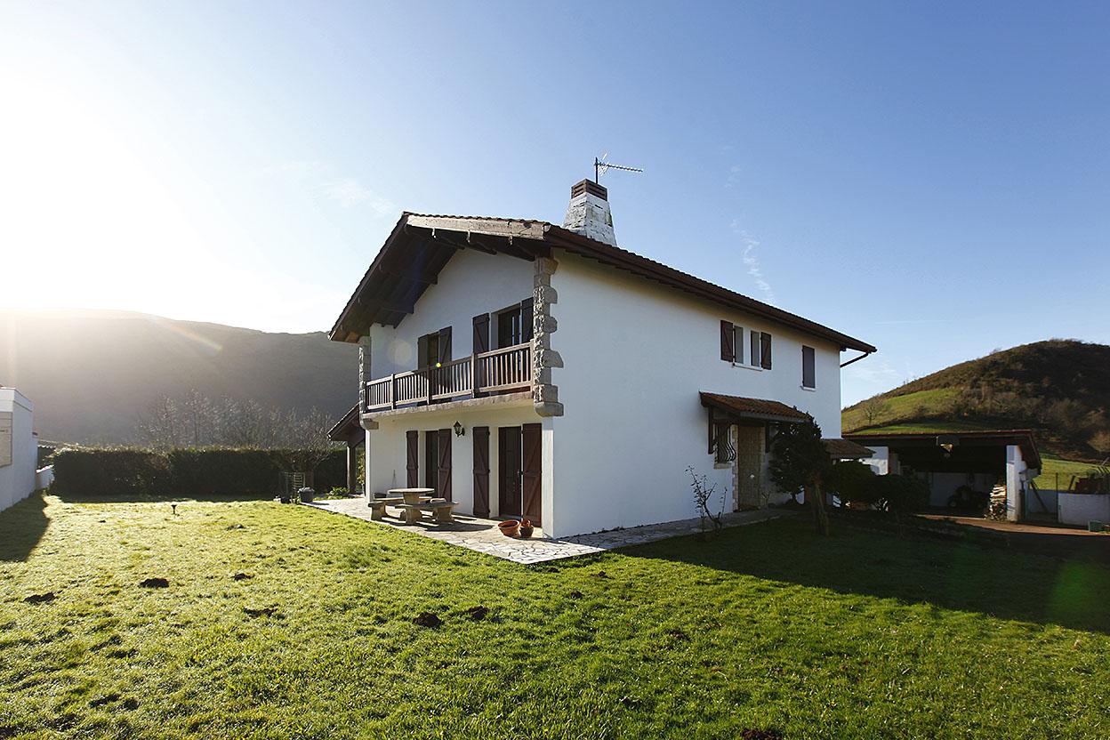 Belle maison dans cadre bucolique avec 1.000 m2 de terrain et piscine...