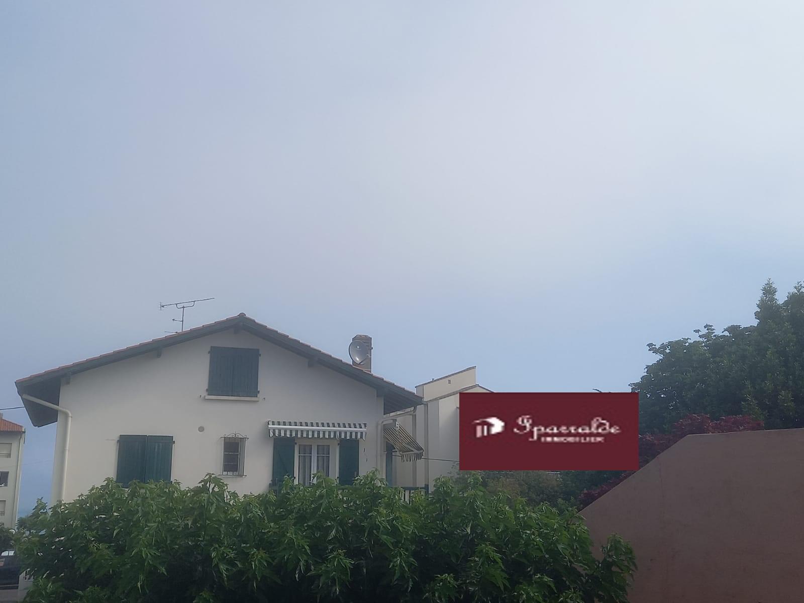 Ensemble Immobilier à  Hendaye Plage  (64) à deux pas de l´Océan!