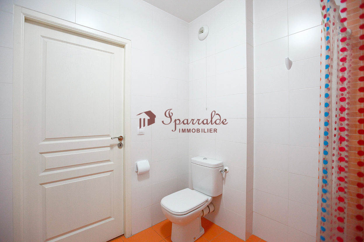 Beau studio idéalement situé proche de toutes commodités, idéal pour un style de vie tout à pied!