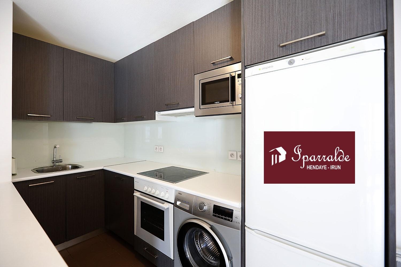 A vendre joli appartement de type T4 en plein centre ville avec garage et cave.