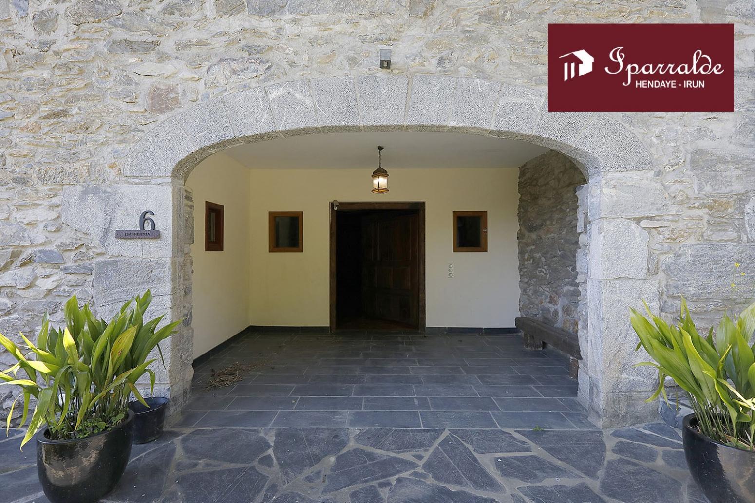 Immobilier de prestige : Sublime Maison du XVIe sièclè complétement refaite à neuf.