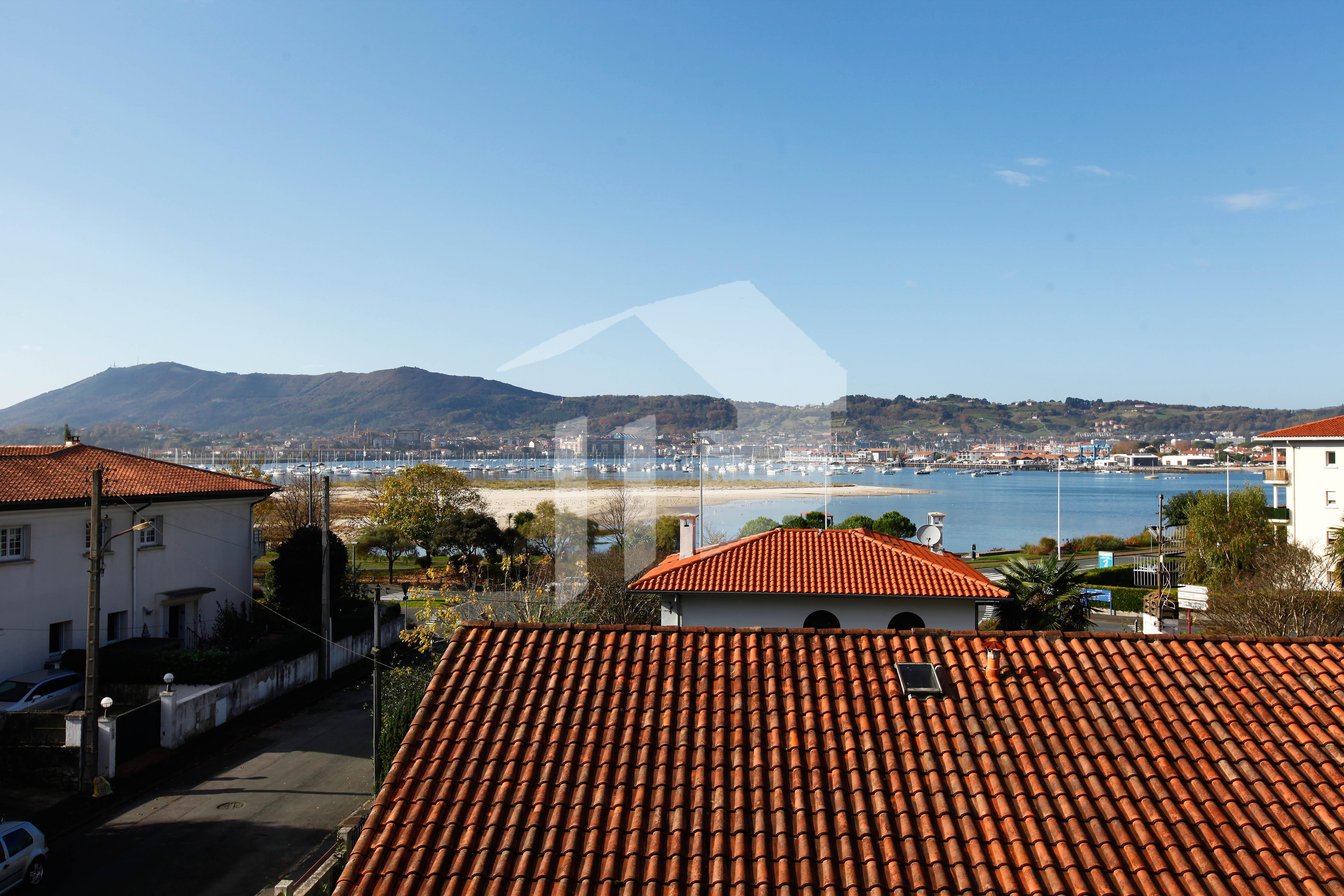 Joli appartement avec des vues sur la baie d'Hendaye!!!!