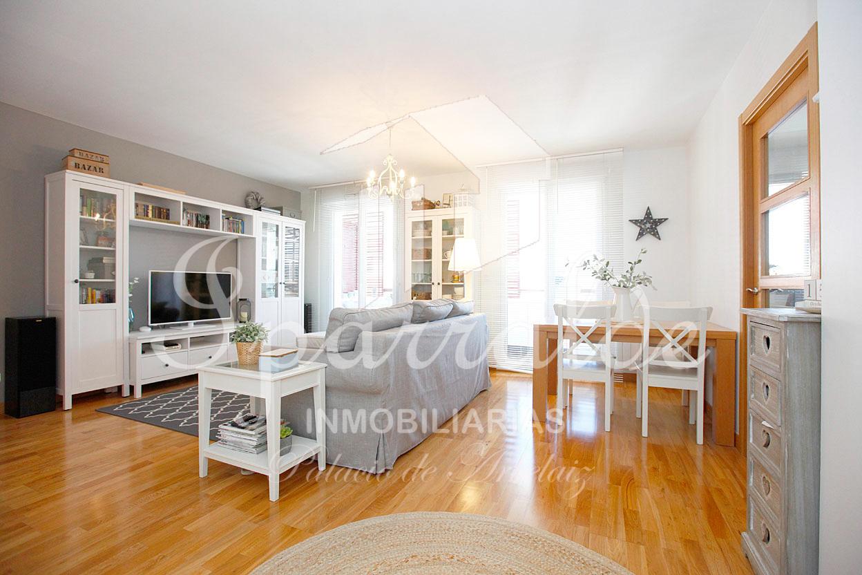 Charmant appartement type T4 avec terrasse, parking privatif et cave,...