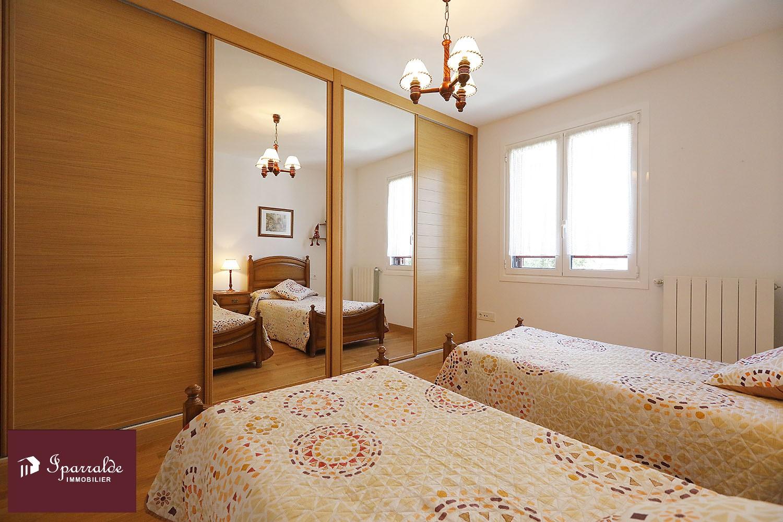 Appartement T3 avec avec belle Terrasse ensoleillée sur la commune de Fontarrabie.
