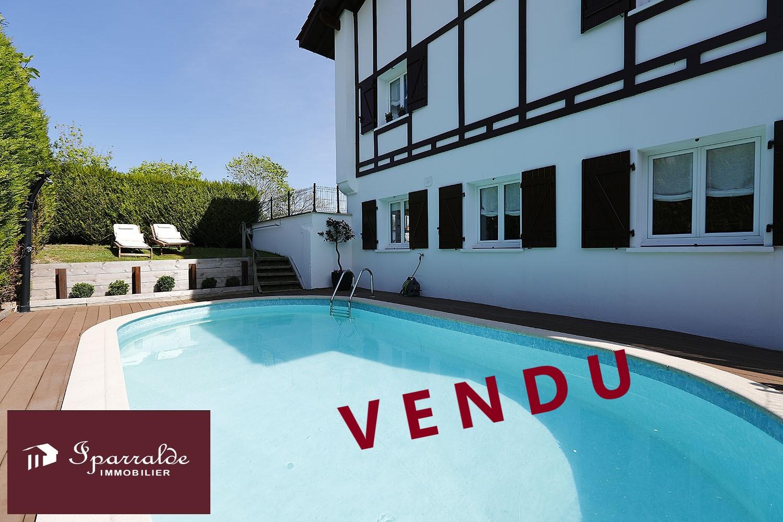Belle Maison T5 à vendre avec Terrasse, Jardin et Piscine à Hendaye...