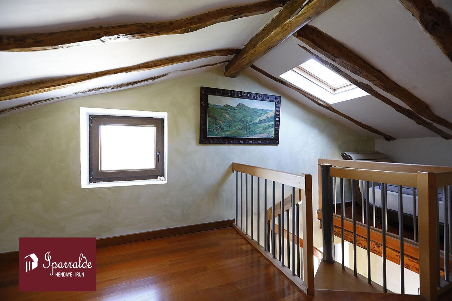 Belle maison de 360m2 au cœur de la nature sur un immense Terrain.