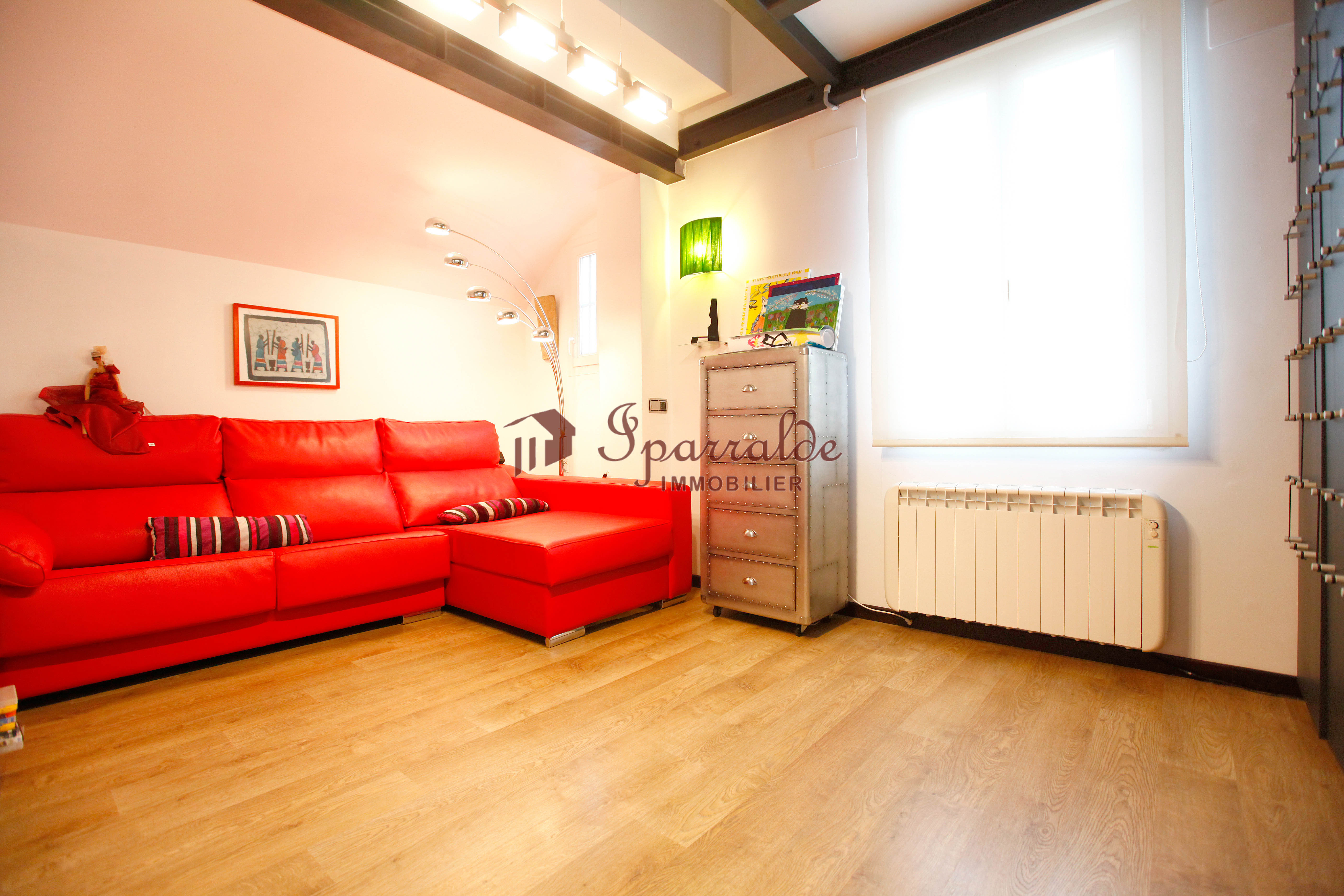 Bel appartement  T4 en duplex de 78 m2 + 36m2 hors loi Carrez situé ...