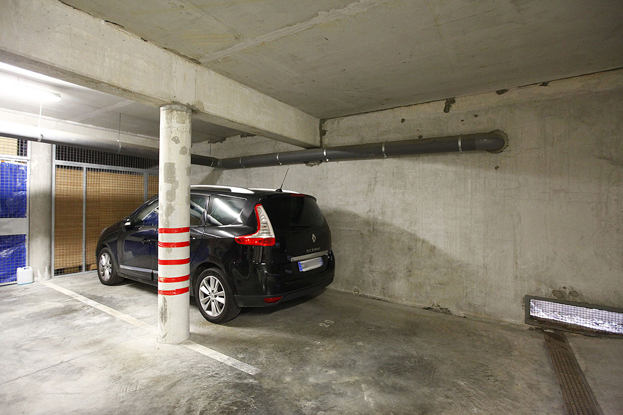 A vendre exceptionnel T4 avec place de parking soutérraine et cave.