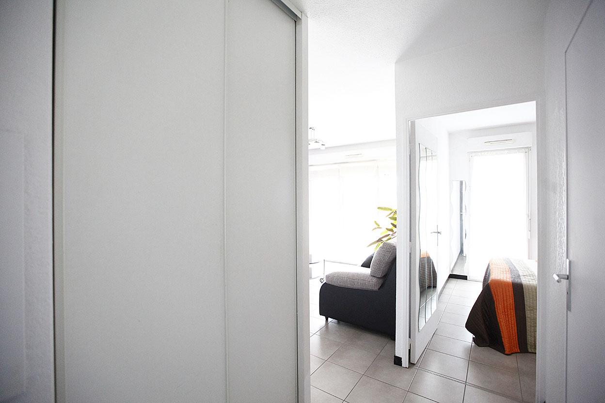En vente joli appartement de type T2 en excellant état avec garage boxé et cave.