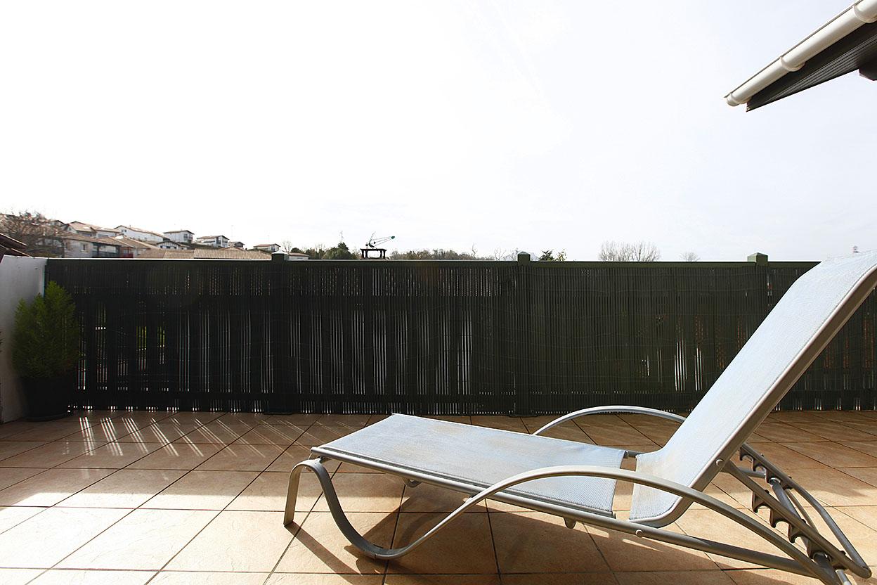 En vente à Hendaye, appartement de type T4 avec 2 places de stationnement et une terrasse de 28m2 exposé plein sud