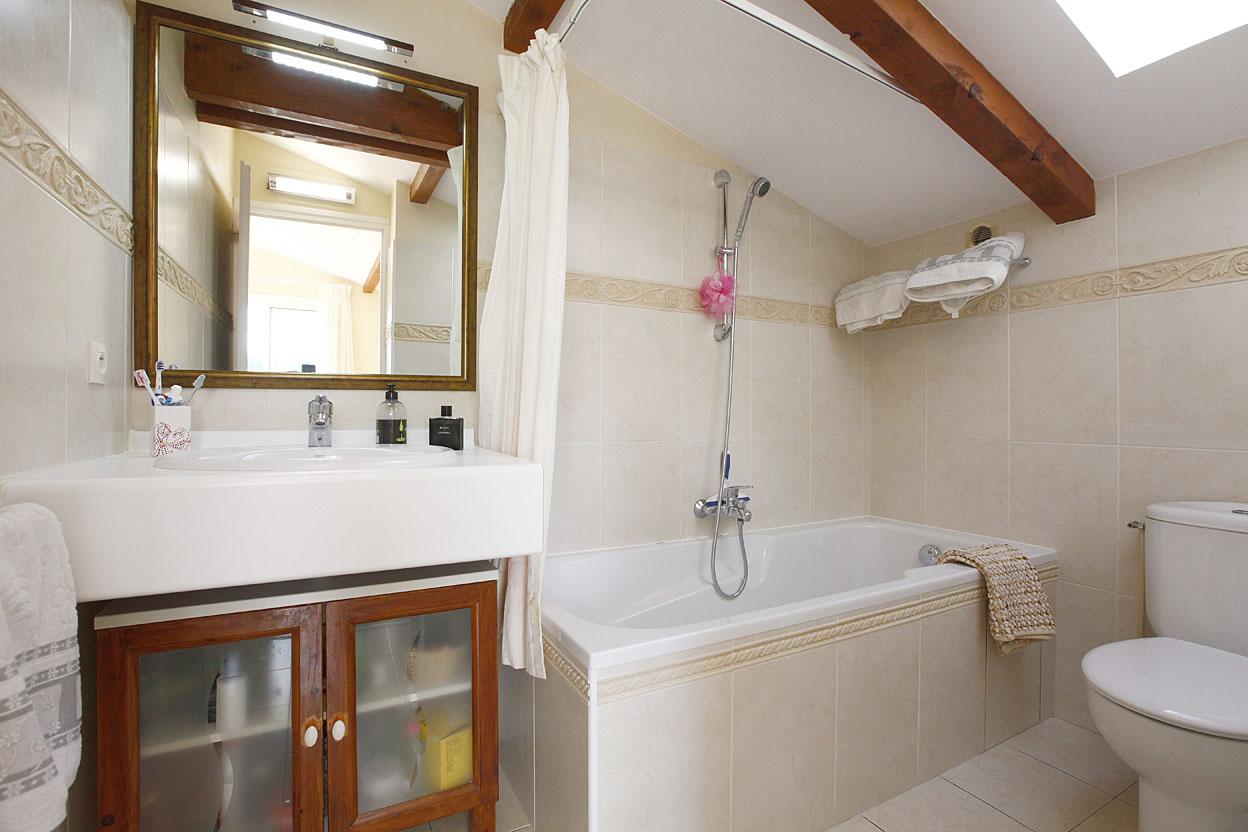 À vendre superbe villa de type T5 située à 1.5 kilomètres de la plage.