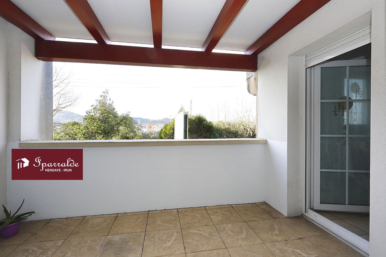 HENDAYE (64) VILLE- Joli T3 de 59 m2 composé d'un séjour donnant su...